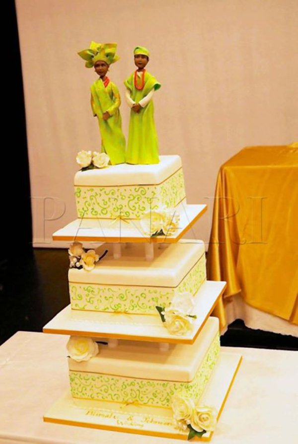 engagement traditional wedding cake