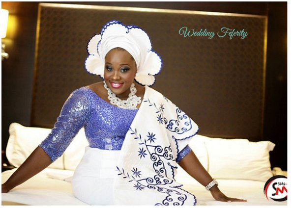 yoruba-bride-blue-white-lace-aso-oke-wedding-feferity