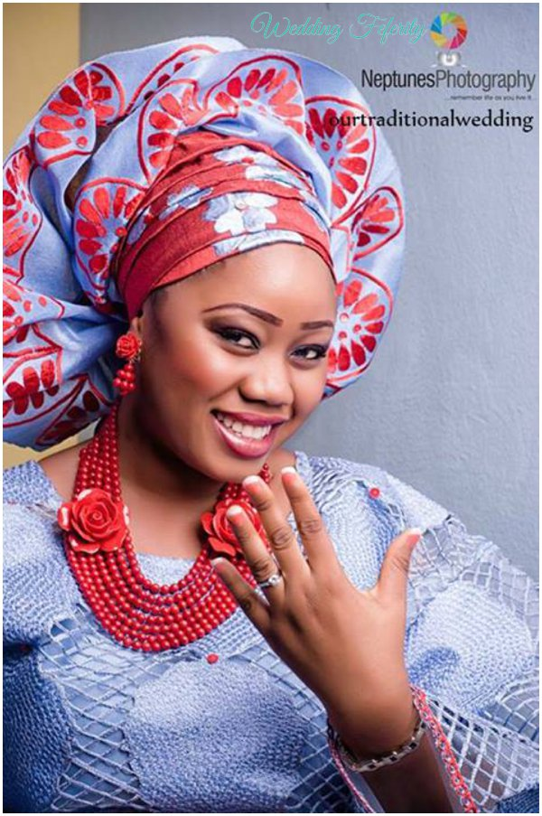 yoruba-bride-in-grey-red-lace-aso-oke-wedding-feferity