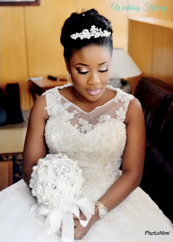bride-with-white-wedding-bouquet