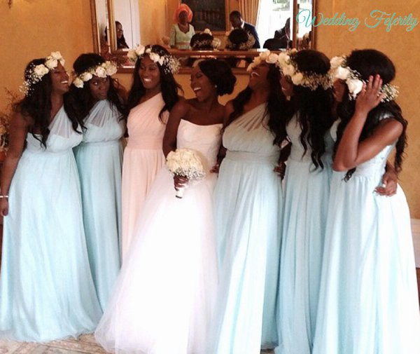 bridesmaids-wearing-blue-bridal-gowns