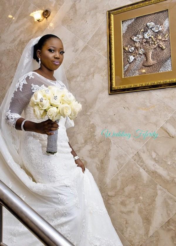 nigerian-bride-with-wedding-bouquet